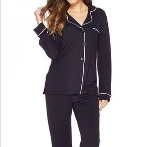 Gillian & O'Malley black silk pajamas